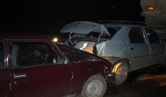 В Удмуртии легковушка врезалась в 2 стоящих авто