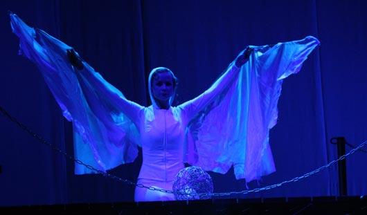 Премьера «Чайки» в Драмтеатре Ижевска: актеры в воде и реальный дождь на сцене
