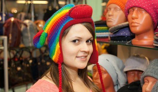 Шапки в форме зверей и шарфы-хомуты: какими аксессуарами утеплиться этой зимой ижевчанам
