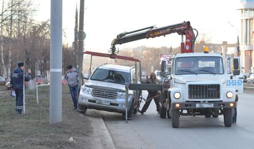 Фотофакт: на улице Кирова в Ижевске эвакуируют машины