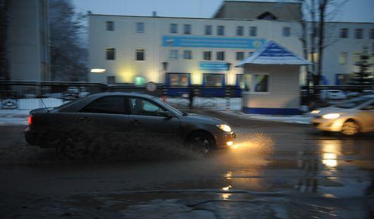 В Ижевске прорвало трубу на улице Коммунаров