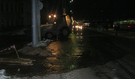В Ижевске затопило улицу Карла Маркса