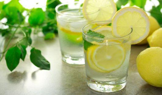 8 причин, по которым следует начинать день со стакана воды с лимоном