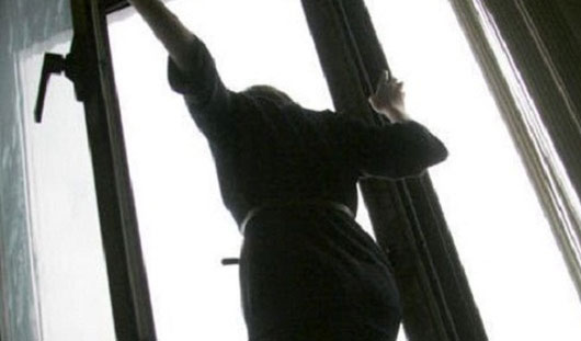 Ижевчанка выбросилась из окна из-за того, что не смогла забрать ребенка из детсада