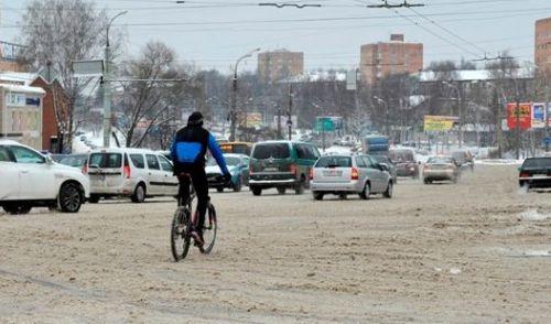 Фотофакт: ижевчане продолжают кататься на велосипедах даже в снегопад