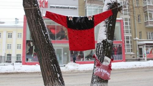 Фотофакт: ижевские школьники утеплили улицу Советскую