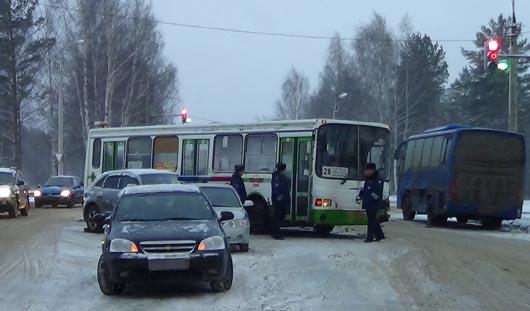 В Ижевске за минувший день произошло 87 аварий