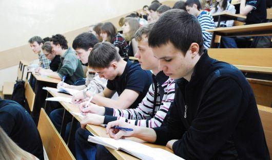Российские студенты-троечники остались без стипендий