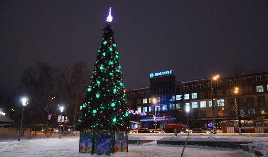 Похороны Калашникова и елка в Вишневом сквере: о чем говорят в Ижевске этим утром