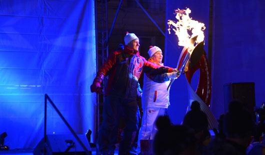 Президент Удмуртии и всемирно известная лыжница зажгли Олимпийскую чашу