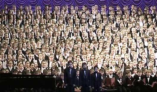 1000 голосов: ижевчане спели на сцене Мариинского театра в составе Детского хора России