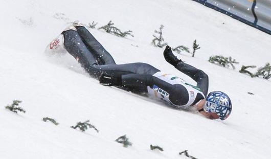 Олимпийский чемпион по прыжкам на лыжах с трамплина разбился на тренировке