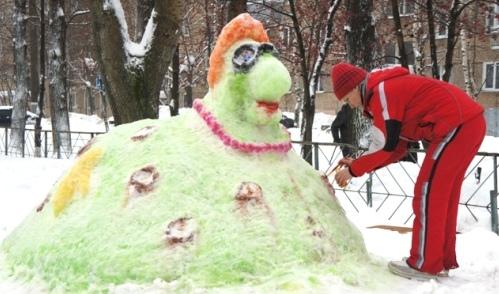 Фотофакт: снежный городок вырос во дворе ижевской школы