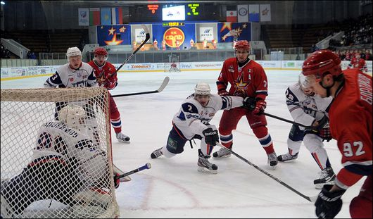 Ижевские хоккеисты проиграли ХК «ВМФ-Карелия» со счётом 5:2