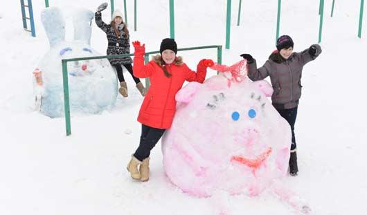 В выходные Ижевск превратился в город снежных котиков, драконов и снежных баб