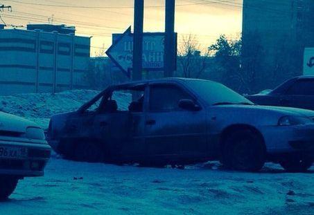 Из-за пожара в Ижевске пострадали два автомобиля