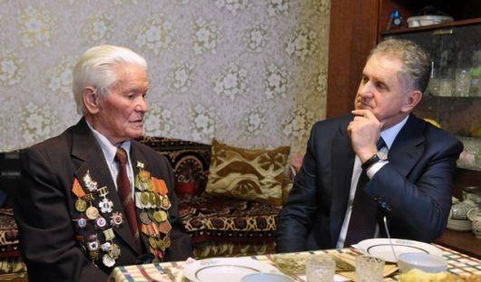 Президент Удмуртии поздравил участника обороны Ленинграда