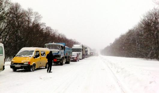 Госавтоинспекция Удмуртии призвала водителей помогать замерзающим коллегам