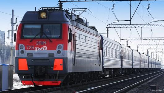 Двум жителям Удмуртии поездом перерезало ноги