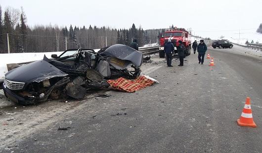 В Удмуртии после лобового столкновения автомобилей погиб водитель