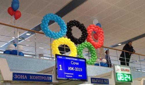 Фотофакт: рейс Ижевск-Сочи проводили флешмобом в аэропорту
