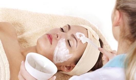 Геркулес, масла и мокрое полотенце: как ижевчанкам защитить лицо и руки в холода
