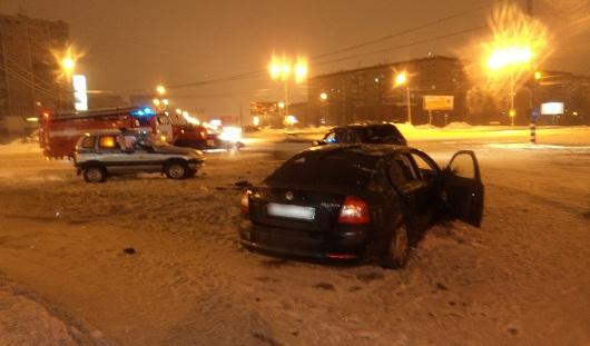 В Ижевске на перекрестке столкнулись две иномарки