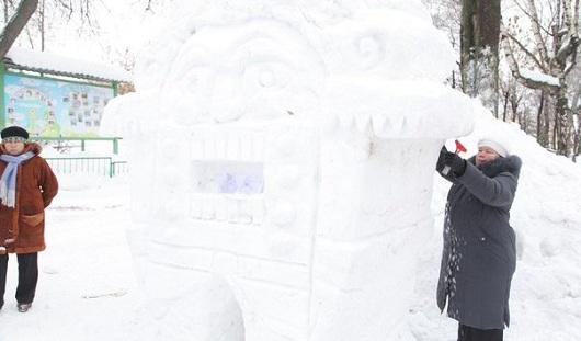 Джаз, Лебединое озеро, пингвины из Мадагаскара: в Ижевске прошел конкурс снежных фигур