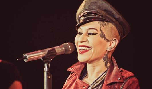 Певица Наргиз устроила стриптиз на концерте в Ижевске