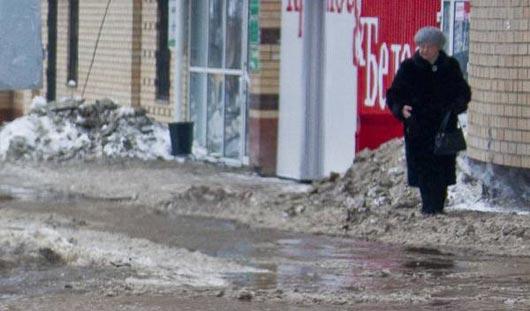 В Ижевске холодной водой затопило улицу Клубную