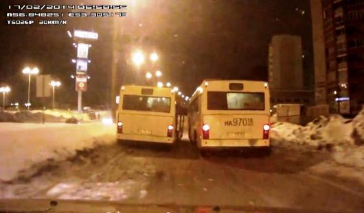 По факту гонок двух автобусов в Ижевске начато служебное расследование