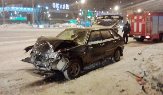 В Ижевске серьезно столкнулись две отечественные легковушки