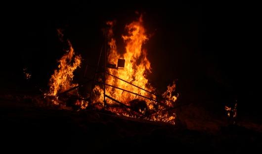 Годзилла, масленичная карусель, Олимпийский мишка: в Ижевске прошел фестиваль огненных фигур