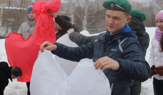 В Ижевске запустили китайские фонарики в честь Паралимпиады в Сочи