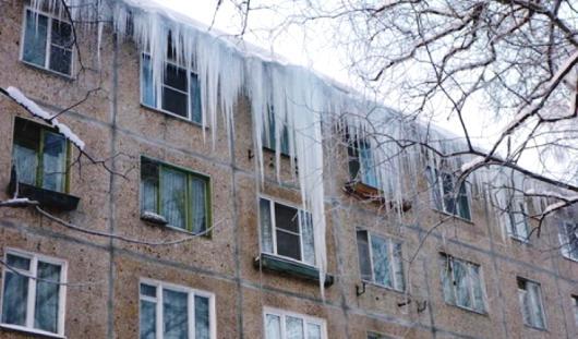 Ижевскую управляющую компанию оштрафовали на 44 тысячи рублей за падение сосульки на ребенка