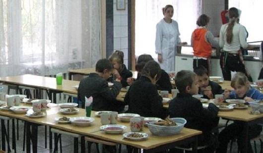 В Удмуртии 33 школьника попали в больницу с отравлением