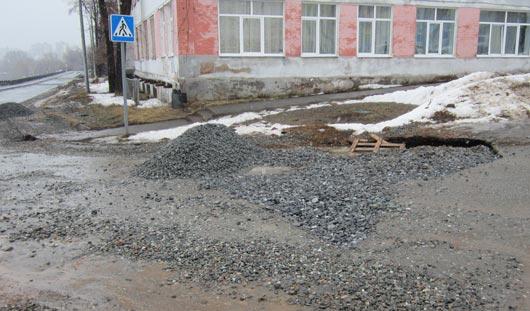 Фотофакт: на улице Милиционной в Ижевске появилась опасная яма
