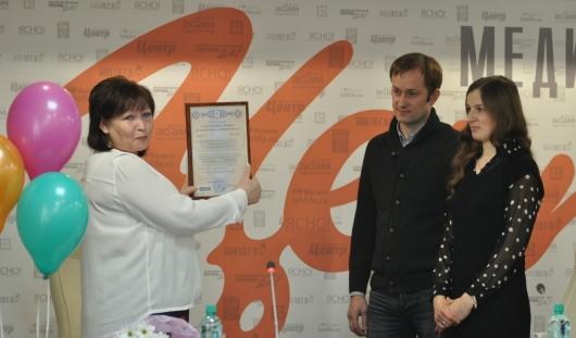 Ижевчанам, у которых родилась ЭКО-двойня, вручили сертификат на «материнский капитал»