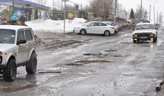 Фотофакт: на дорогах Ижевска появились очередные опасные ямы