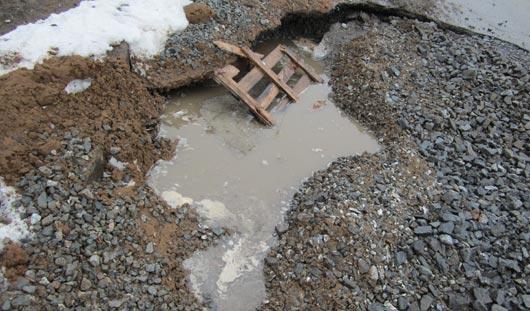 Восстанавливать дорожное покрытие на месте ямы по улице Милиционной в Ижевске будет «Ижводоканал»