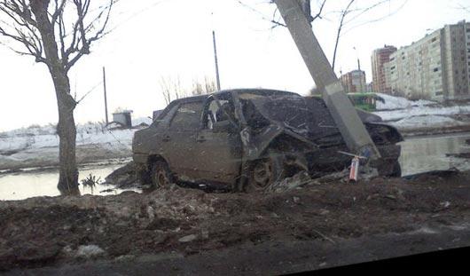 В Ижевске в столб влетела машина из Кировской области