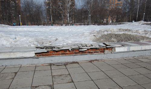 Фотофакт: в Ижевске на Центральной площади разрушается фонтан