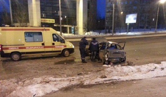Ижевчанин на «Шевроле», скрываясь от автопатруля, врезался в столб