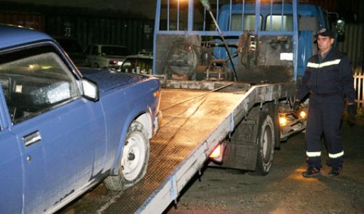 Трем ижевчанам пришлось добираться до города на попутках после ареста их машин
