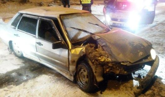 В Ижевске пьяный водитель на «пятнашке» врезался в дерево