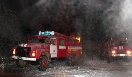 Пожар в ижевском строительном центре потушили ночью