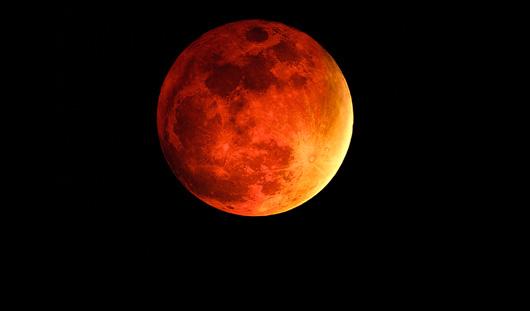 В ночь с 14 на 15 апреля можно увидеть полное затмение
