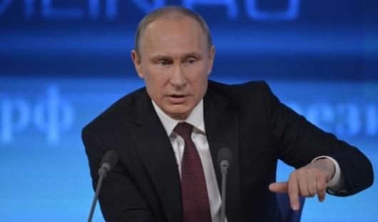 Владимир Путин отвечает на вопросы россиян в ходе «Прямой линии»