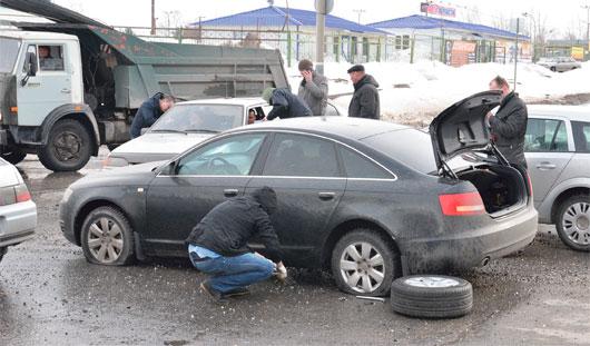 Ижевчанин отремонтировал автомобиль за счет дорожников