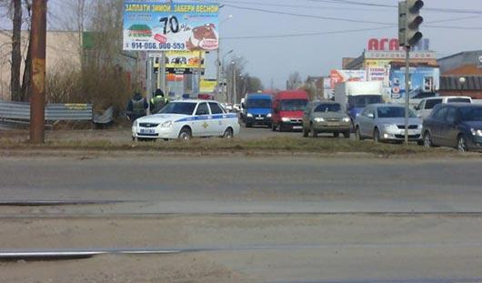 Полицейские с автоматами стоят около Южной автостанции в Ижевске